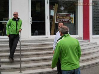 Herr Direktor opent het museum voor het bezoek uit Nederland